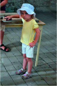 Auch Lea (4 1/2 Jahre) hilft mit!